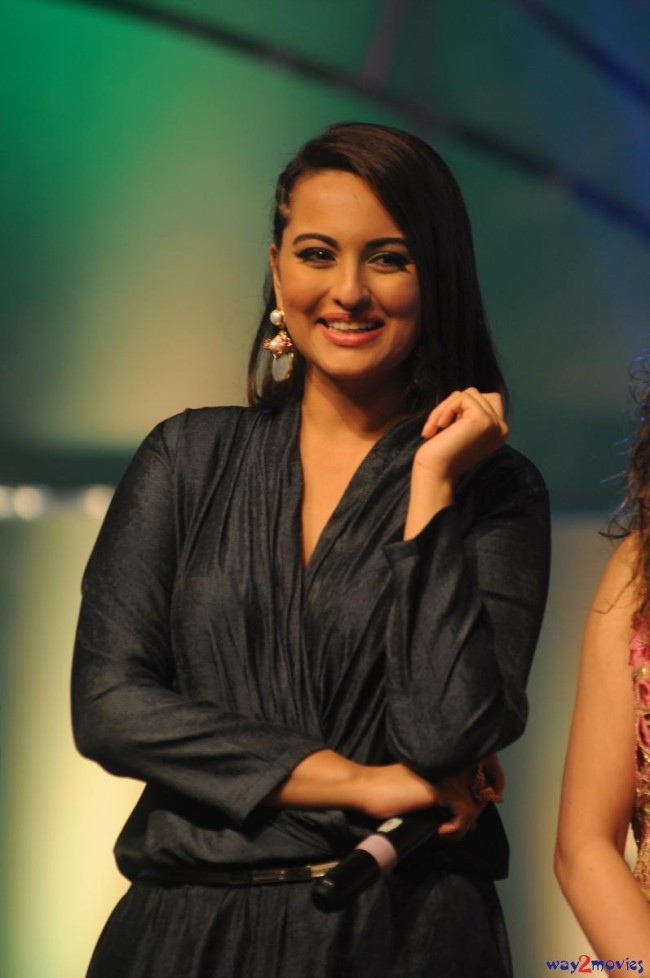 Sonakshi Sinha Bollywood Celebrity at Indian Idol Junior 2 Launch PM Pictures-Photos-8