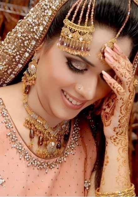 New Look Beautiful Eid-Chand Raat Best Mehndi Design For Girls Hands-10