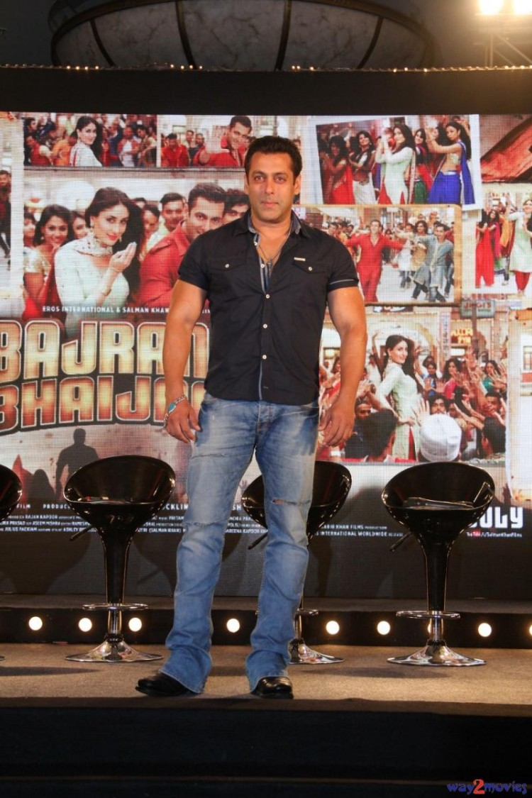 Salman Khan Indian-Bollywood Movie Bajrangi Bhaijaan Eid Special Song Launch HD Wallpapers-4