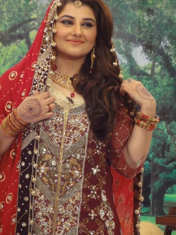 Beautiful maxi dresses for wedding in pakistan