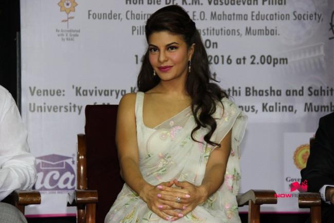 Jacqueline Fernandez Indian-Bollywood Actress-Model Fernandez Felicitated By Mumbai University Photos-2