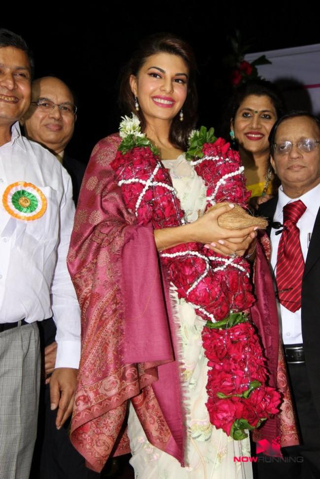 Jacqueline Fernandez Indian-Bollywood Actress-Model Fernandez Felicitated By Mumbai University Photos-4