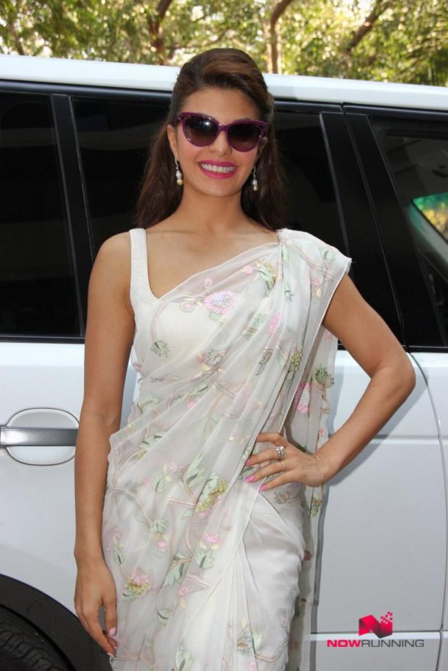 Jacqueline Fernandez Indian-Bollywood Actress-Model Fernandez Felicitated By Mumbai University Photos-5