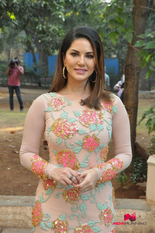Sunny Leone  Bollywood-Indian Celebrity-Model-Actress Snapped at Mastizaade Promotions Pictures-2