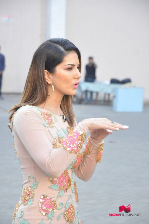 Sunny Leone  Bollywood-Indian Celebrity-Model-Actress Snapped at Mastizaade Promotions Pictures-4