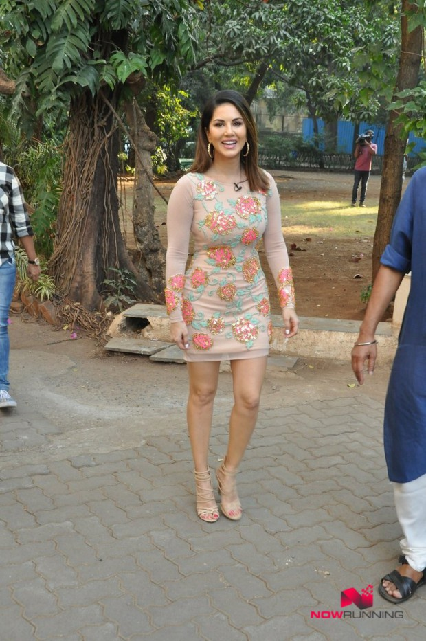 Sunny Leone  Bollywood-Indian Celebrity-Model-Actress Snapped at Mastizaade Promotions Pictures-5
