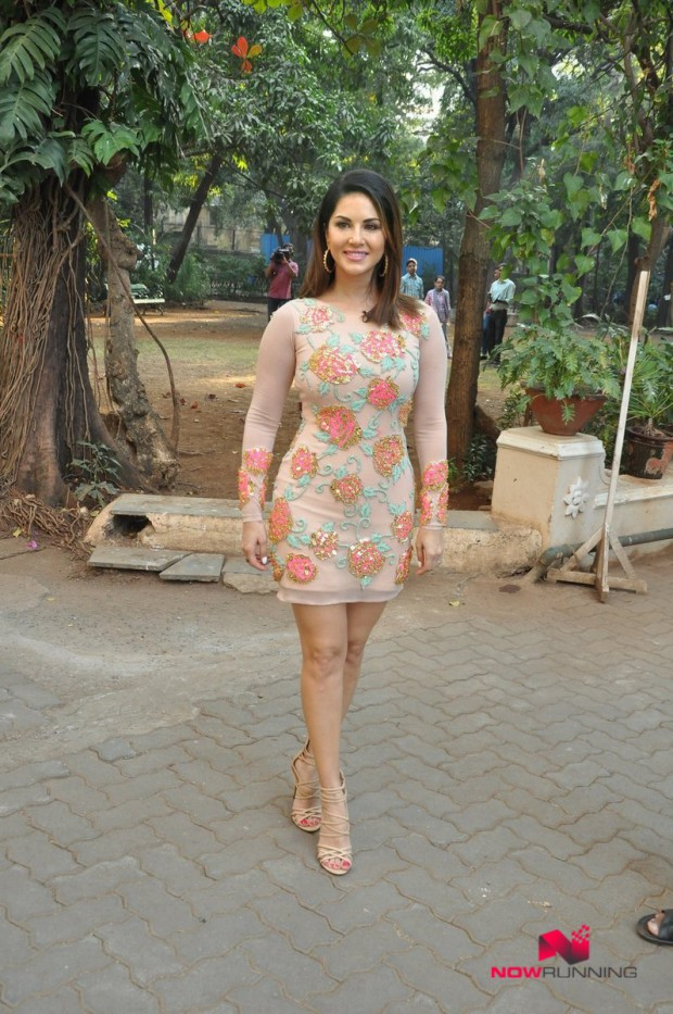 Sunny Leone  Bollywood-Indian Celebrity-Model-Actress Snapped at Mastizaade Promotions Pictures-6