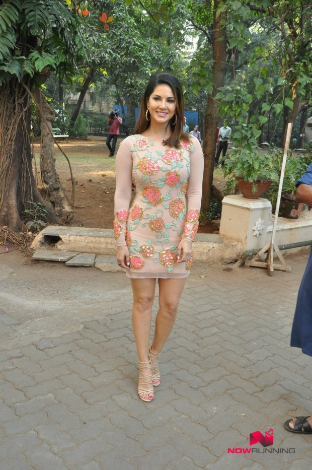 Sunny Leone  Bollywood-Indian Celebrity-Model-Actress Snapped at Mastizaade Promotions Pictures-7
