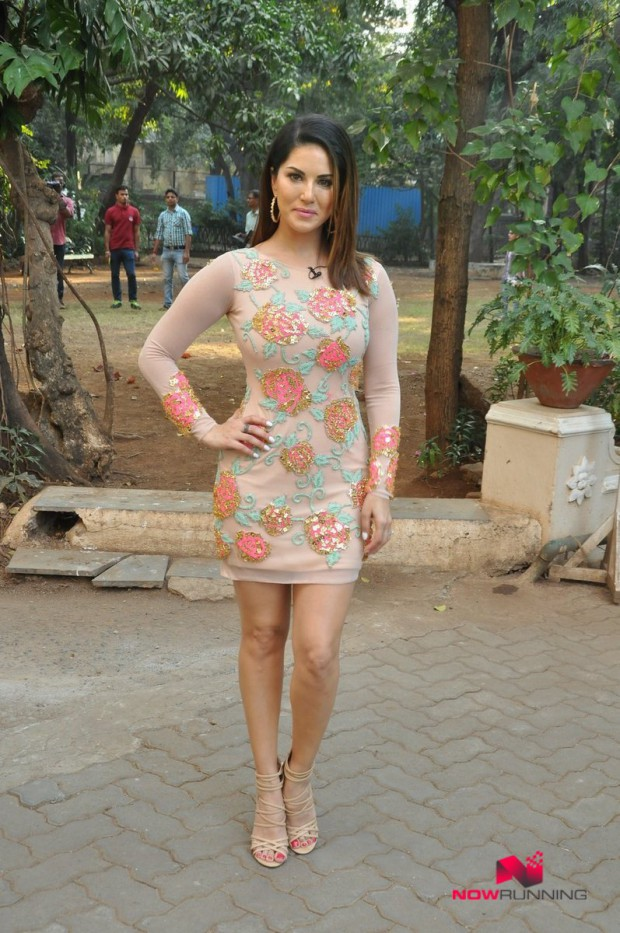 Sunny Leone  Bollywood-Indian Celebrity-Model-Actress Snapped at Mastizaade Promotions Pictures-8