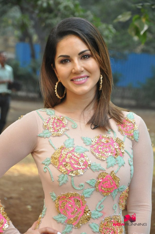 Sunny Leone  Bollywood-Indian Celebrity-Model-Actress Snapped at Mastizaade Promotions Pictures-