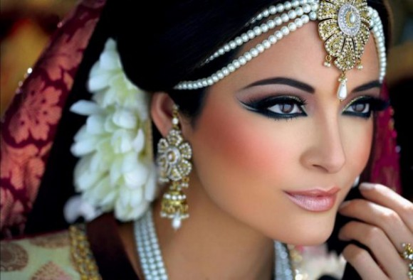Asian Bridal Wedding Makeup Ideas for Modern Girls for Mehndi-Walima&Baraat Ceremony-3