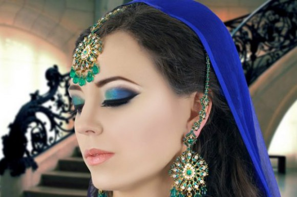 Asian Bridal Wedding Makeup Ideas for Modern Girls for Mehndi-Walima&Baraat Ceremony-5